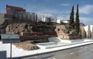 """Visita """"Recorrido del agua"""" @ Restos del Acueducto de los Milagros enfrente del Cementerio"""